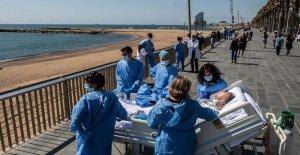 Los médicos en España proporcionan viaje a la playa para la recuperación de los coronavirus los pacientes, dice informe