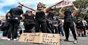 Manifestantes pacíficos con anti-signos de la policía suscitado dudas sobre mensaje unificador