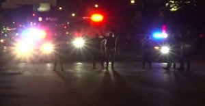 SUV abre camino a través de la policía de Buffalo, 2 gravemente herido