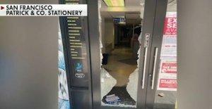 San Francisco de la tienda destruida por los manifestantes, empleado de la amenazó con un cuchillo