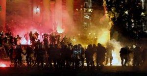 AP Explica: ¿por Qué los Serbios están protestando contra el virus de bloqueo de seguridad