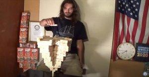 Arizona hombre pilas 485 Jenga bloques de la cima de una sola pieza