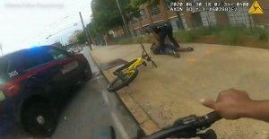 Atlanta cop toma prestado del extranjero bicicleta de ponerse a sospechoso de asesinato fugitivo