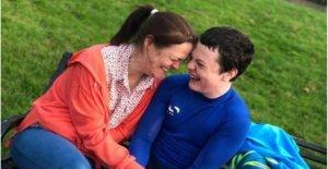 Autista adolescente que vive en el centro de 90 millas de su hogar