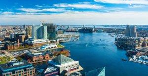 Baltimore manifestantes derribar una estatua de Colón, echar en un puerto: informes
