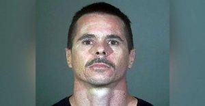 Blanco California hombre acusado de crimen de odio en coche de ataque sobre el pueblo Negro
