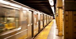 Bronx hombre acusado de agresión después de 2 hombres apuñalado en el metro de nueva york incidente: policía