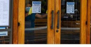 California reimposes restricciones en medio de virus de la espiga