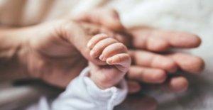 Cientos más de NHS de la maternidad de los casos bajo examen