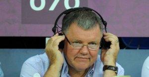 Clive Tyldesley 'malestar' en perder la ITV de fútbol de papel