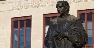 Cristóbal Colón estatua desmantelado en la Ciudad de Columbus Hall