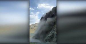 Desprendimiento de rocas en Idaho envía rocas estrellándose abajo en la carretera