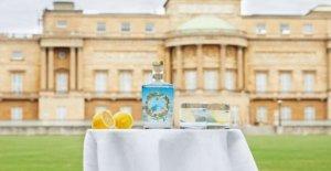 El Palacio de Buckingham ahora la venta de gin elaborados con ingredientes de la reina del jardín