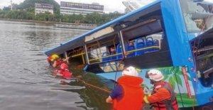 El autobús se sumerge en China embalse, en la que murieron 21