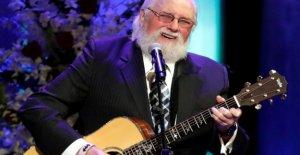 El país el músico Charlie Daniels honor en el memorial de servicio