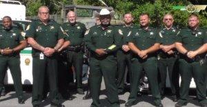 Florida fiscal recuses ella misma de la sonda en el sheriff acusado de ordenar ilegalmente ex-subordinado de la detención del