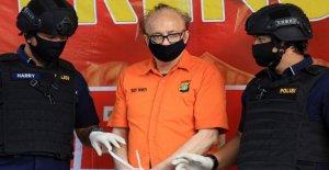 Francés hombre acusado de abusar sexualmente de cientos de niños que mata a uno mismo en Indonesia, la cárcel, la policía dice que
