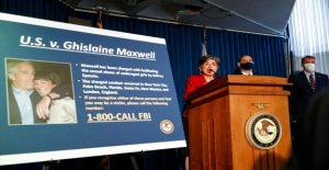 Ghislaine Maxwell obligados a no de papel vestimenta en NY de la prisión en medio de suicidio preocupaciones: informe