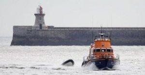 Herido marinero salvado de barco que se hunde