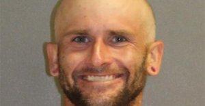 Hombre de Florida acusado de pintura anti-racismo mensajes en 100 muestras de la parada se enfrenta a cargos por delitos graves