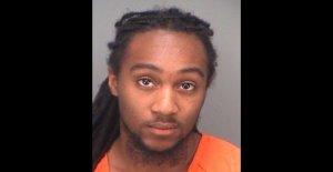 Hombre de Florida arrestado por el incendio en los Campos de la tienda, durante los disturbios civiles