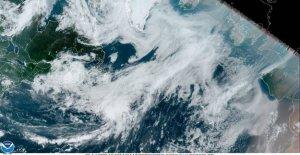 La Tormenta Tropical Edouard formas en el extremo Norte del Atlántico, entra en los libros de registro
