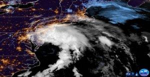 La Tormenta Tropical Fay se debilita después de Nueva Jersey aterrizaje