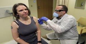 La primera persona en recibir experimental COVID-19 vacuna dice que se siente 'fantástico': informe