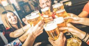 La publicación de reino unido se instala cerca eléctrica en el bar para asegurar patronos socialmente distancia: informe