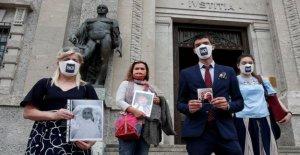 Las familias de la Italia del virus muertos buscan respuestas, consuelo, justicia