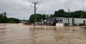 Las inundaciones repentinas huelgas de Mississippi, Tennessee como se declara estado de emergencia