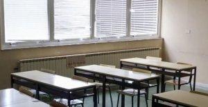 Los Ángeles sindicato de maestros de los enlaces de desfinanciamiento de la policía de la reapertura de las escuelas