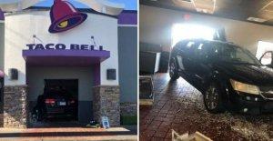 Los accidentes de auto a través de la puerta frontal de Taco Bell