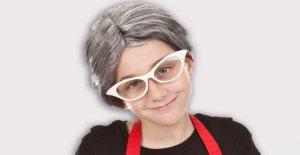 Los adolescentes se visten como máscara resistente a las abuelas a la puntuación de alcohol