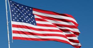 Los funcionarios del estado en Virginia orden de la bandera Americana grande bajado de construcción de sitio antes de julio de Cuarta