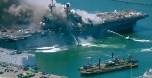 Los funcionarios que investigan después de las 21 marineros, los civiles internados en San Diego naval explosión