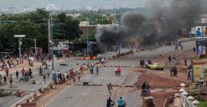 Los manifestantes botín de la oficina de Malí presidente del partido político