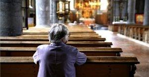 Los miembros de la iglesia 'la señorita de compañía de canto