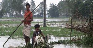 Más de 1 millón de marooned en Bangladesh como inundaciones empeorar