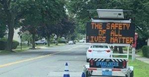 Melrose la policía investigar todas las vidas importan' de la señal de tráfico: informe