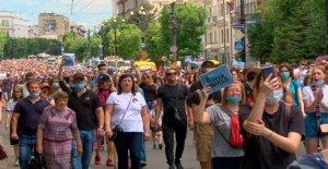Miles protesta por la detención de ruso gobernador regional