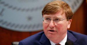 Mississippi Gob. Tate Reeves slams 'medios de comunicación liberales' hacer caso omiso de las protestas en medio de coronavirus picos