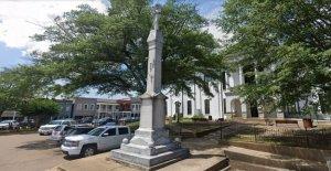 Mississippi junta del condado de votos para mantener Oxford de la Plaza de la Confederación de la estatua de