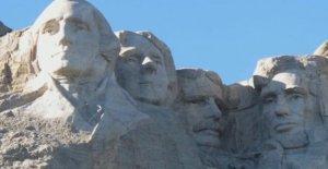 Monte Rushmore en el Cuarto mes de julio la celebración a la característica de Triunfo comentarios, los fuegos artificiales, los vuelos militares