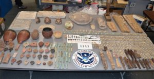 NYC hombre que, presuntamente, el contrabando de artefactos Egipcios a través de el aeropuerto de JFK en maletas es acusado