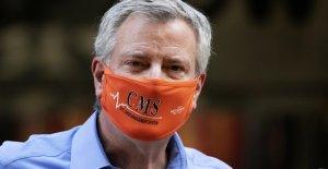 NYC ve repunte en el coronavirus de los casos en adultos jóvenes, de Blasio llama un problema