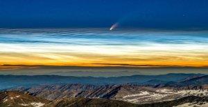 Neowise cometa y raros fenómenos astronómicos capturado en una imagen