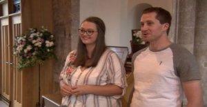 Novia, finalmente, casarse con papá y lleva a cabo el servicio