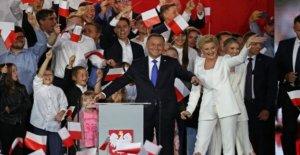 Polonia Duda tiene slim elección de plomo - encuesta de salida
