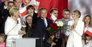 Polonia reelects Presidente Andrzej Duda en estrecha victoria sobre liberal de Varsovia, el alcalde de Rafal Trzaskowski